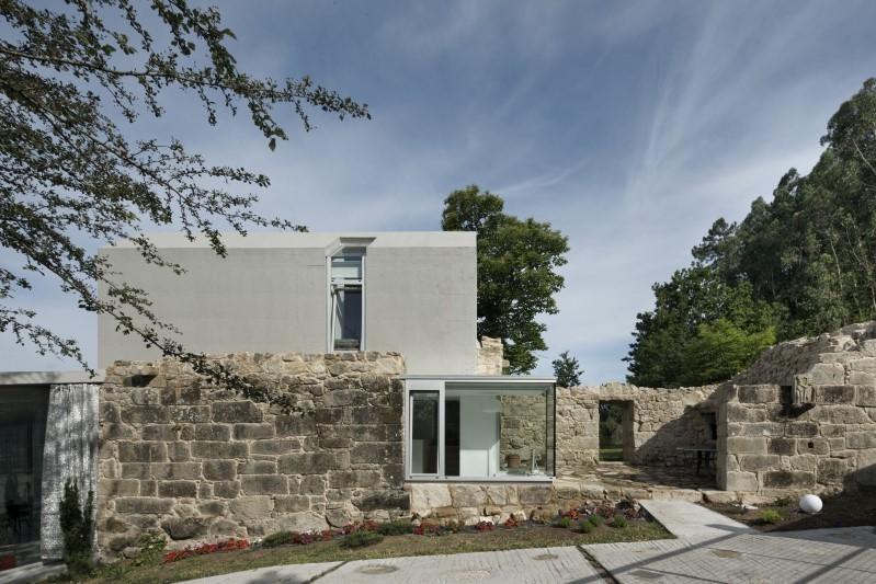 Rehabilitación y ampliación de ruinas para vivienda. Tomiño