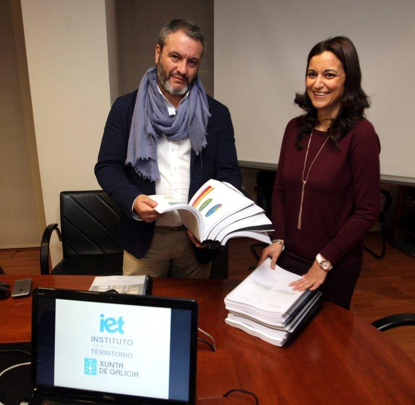 O COAG entrega o traballo elaborado para a redacción da Guía de Cor e Materiais de Galicia