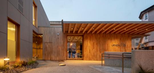 Acordo de Colaboración XERA-COAG | Visita ao PAC de A Laracha (A Coruña). Utilización de sistema construtivo de entramado lixeiro de madeira para uso sanitario