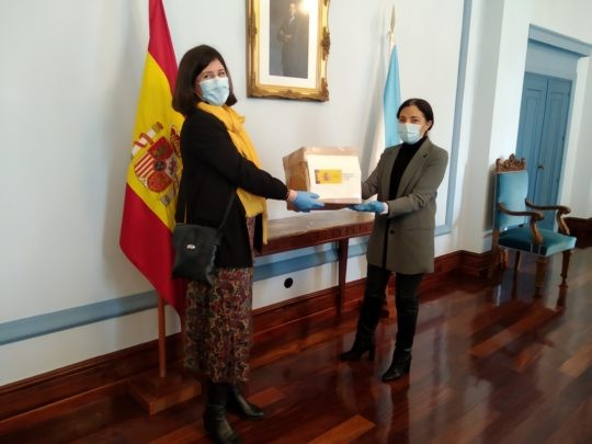 Entrega de 500 mascarillas por parte de la  Subdelegada del Gobierno en Lugo