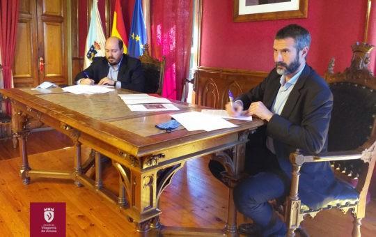 O Concello de Vilagarcía e o Colexio asinan un convenio para o concurso de ideas das piscinas da Concha