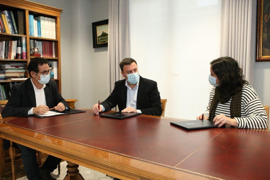 Asinado un convenio coa Deputación da Coruña para axilizar a tramitación de licenzas urbanísticas nos concellos da provincia