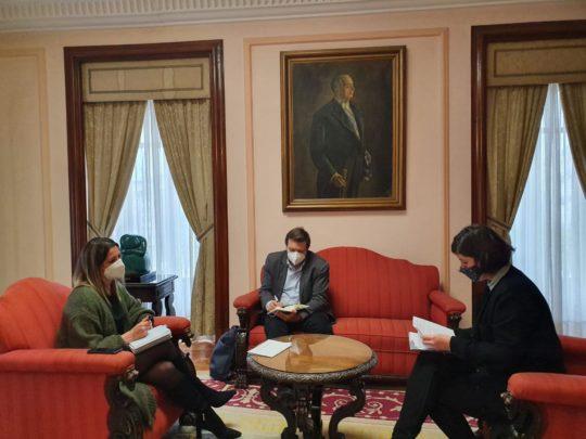 A alcaldesa de Lugo recibe no Concello á presidenta da Delegación do COAG para abordar as inquedanzas do sector
