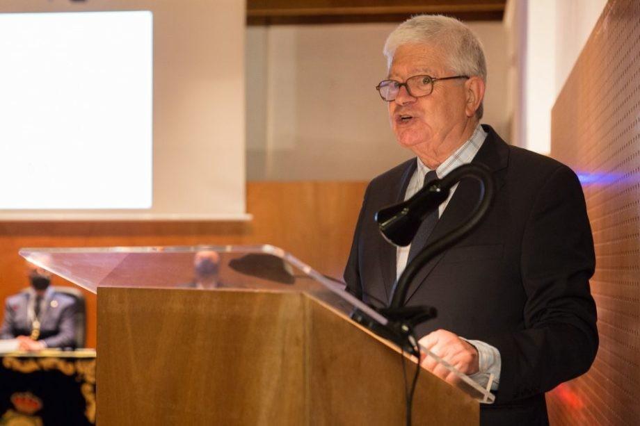 Discurso de D. César Portela con motivo do seu ingreso na Real Academia Galega das Ciencias