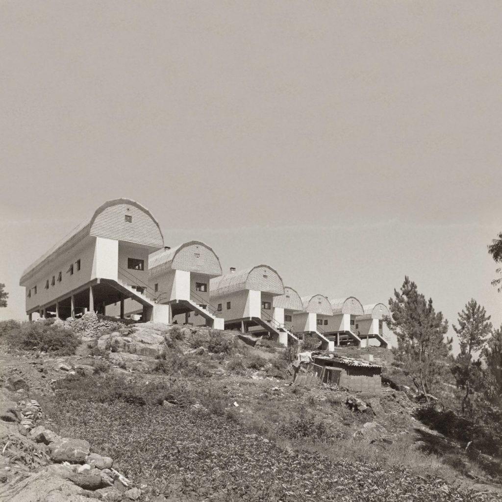 Viviendas para la comunidad gitana, en Campañó, Poio (Pontevedra), proyecto realizado con Pascuala Campos de Michelena en el año 1970.